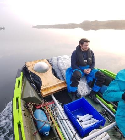 Een prachtige lente-morgen op het Grevelingenmeer met nieuwe onderzoeker op het project - promovendus Rens Cronau